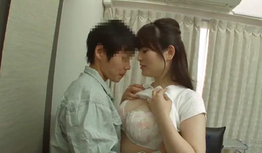 Моложавая японская мамочка наслаждается инцестом с сыном