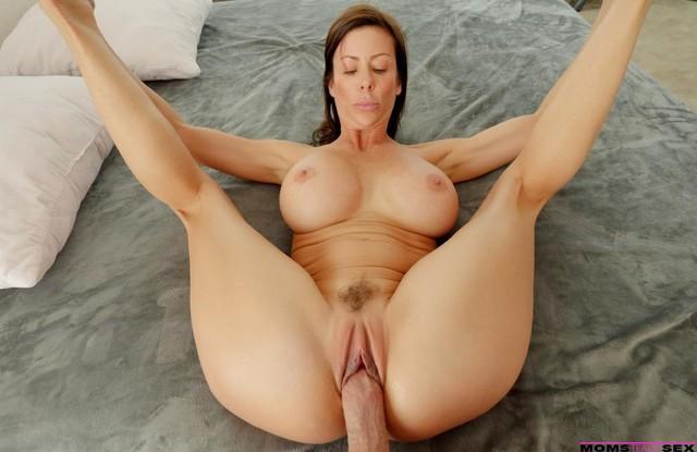 Сыну хватило наглости снять секс с мамой от первого лица