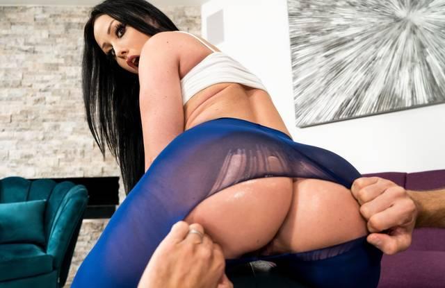 Brazzers - Мокрая гимнастка садится анусом на тренерской пенис