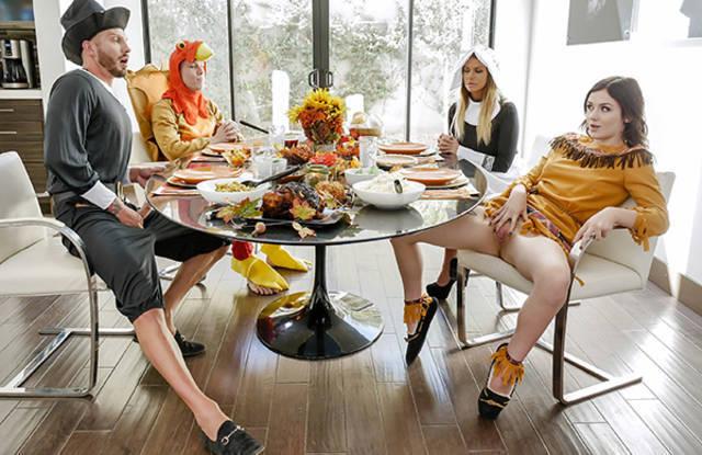 Большая семья занимается групповухой на кухне