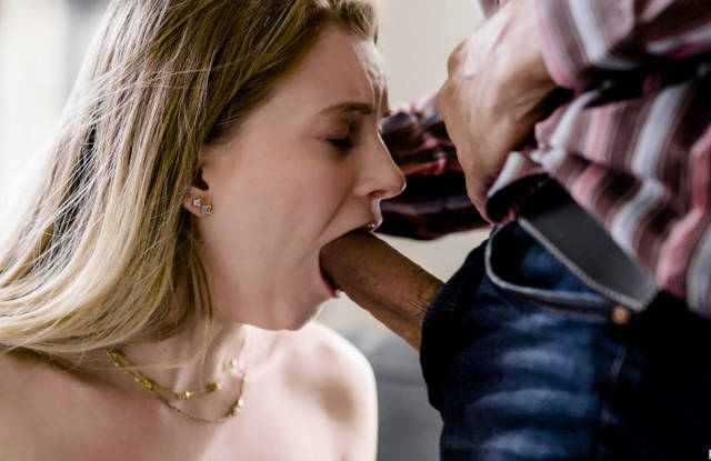 Папаша долбит до рвотных позывов дочку в горло толстым хреном