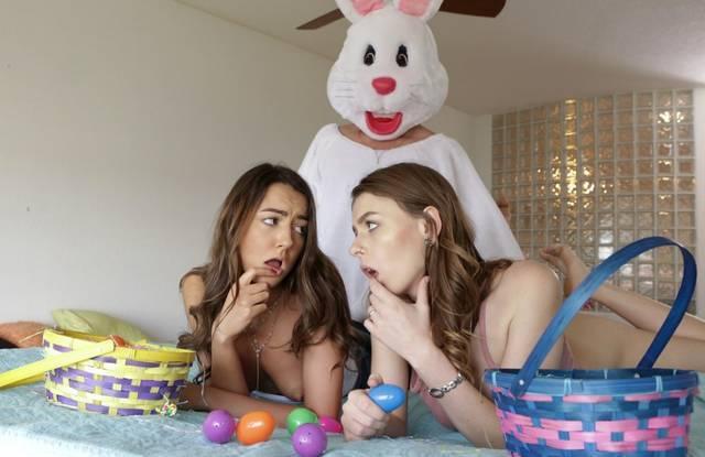 Брат в костюме кролика трахает своих юных сестер
