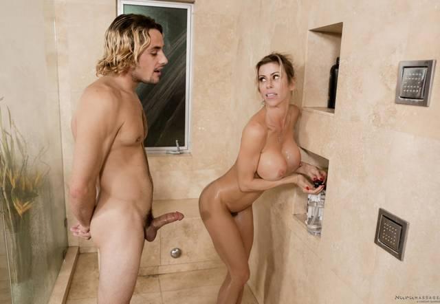 Роскошная блондинка трахается с сыном в ванной, в душе и в комнате