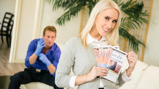 Гинеколог возбудился при виде блондинки и отымел ее